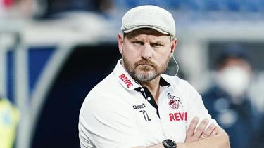 Kölns Trainer Steffen Baumgart hat die Zahl 72 auf seiner Kleidung