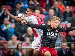 Anwar El Ghazi (l.) van Ajax vecht een luchtduel uit met Excelsior-speler Tom van Weert. (08-03-2015)