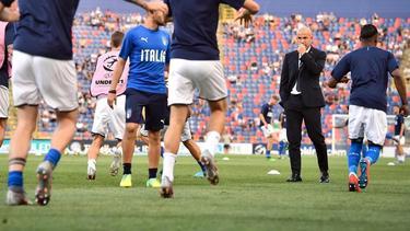 Tritt nach dem Scheitern seines Teams bei der EM zurück: Italiens U21-Trainer Luigi Di Biagio (2.v.r.)