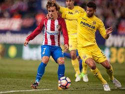 Griezmann y Musacchio pugnan por un balón en el Calderón. (Foto: Getty)