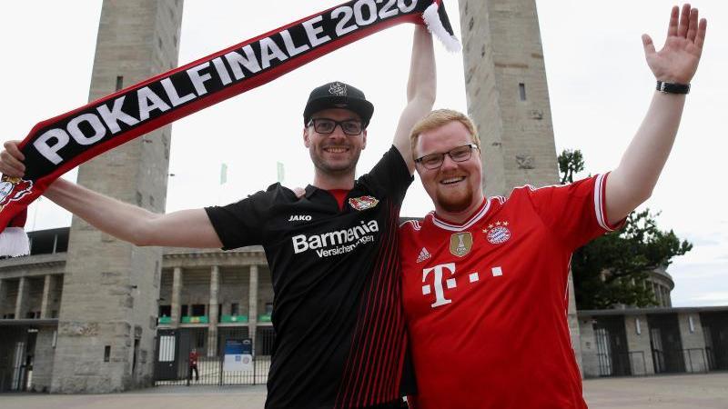 Ein Leverkusen- und ein Bayern-Fan verirrten sich vor dem Pokalfinale ans Olympiastadion