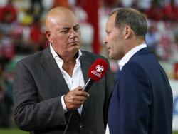 Danny Blind legt voor het duel met Turkije uit waarom hij kiest voor Robin van Persie in de spits in plaats van Klaas-Jan Huntelaar. Het mocht niet baten. Oranje verliest met 3-0. (06-09-2015)