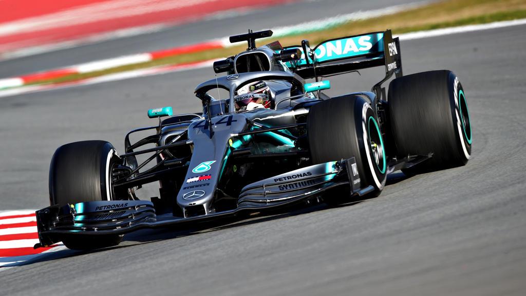 Lewis Hamilton testet am dritten Tag in Barcelona