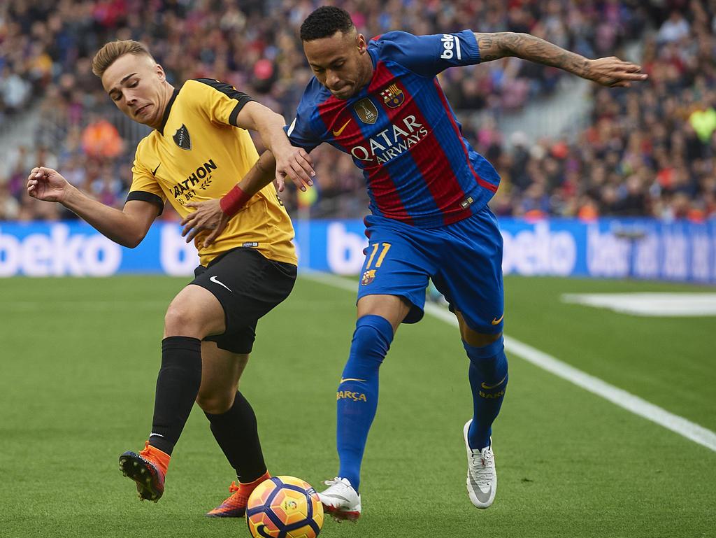 Ontiveros trata de parar a Neymar. (Foto: Getty)