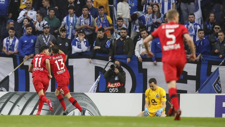 Bayer Leverkusen jubelt über einen Auswärtssieg in Porto