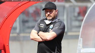 Steffen Baumgart hat Gerüchte um ein Engagement beim FC Schalke zurückgewiesen