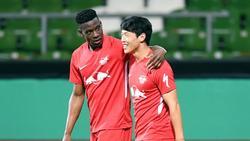 Hee-chan Hwang (r.) soll nun doch bei RB Leipzig bleiben