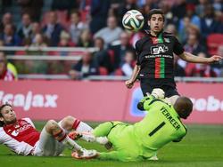 Alireza Jahanbakhsh scoort tijdens Ajax - NEC de 2-2 en voorkomt hoogstpersoonlijk directe degradatie. (3-5-2014)