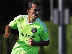 Ezra Walian krijgt in het seizoen 2015/2016 nieuwe kansen bij Ajax A1. Hier speelt de spits tegen de leeftijdsgenoten van Willem II. (26-09-2015)