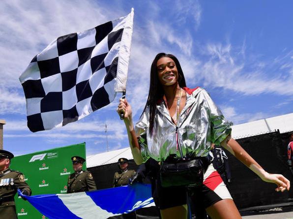 Fotomodel Winnie Harlow schwenkte beim Rennen in Montreal in die Zielflagge