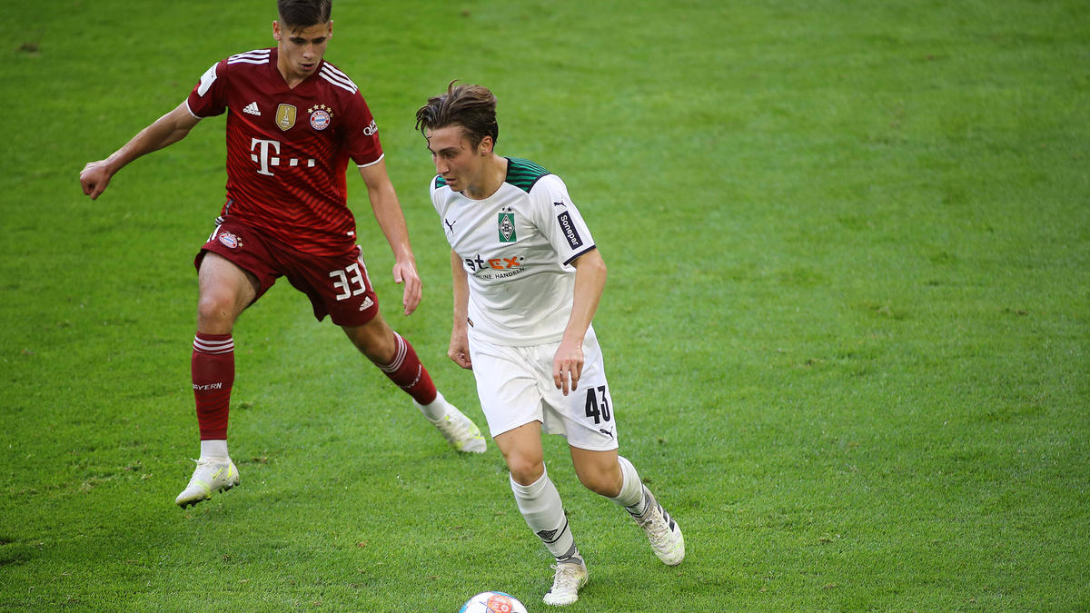Rocco Reitz (r.) verlässt Gladbach für die kommende Spielzeit
