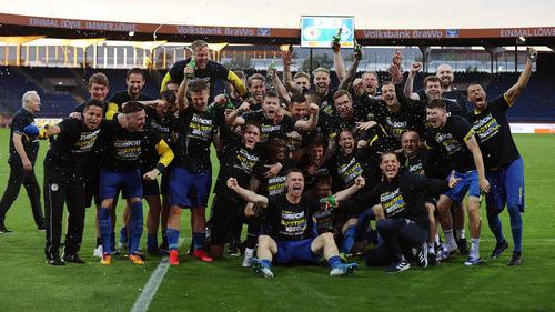 Eintracht Braunschweig steigt in die 2. Bundesliga auf