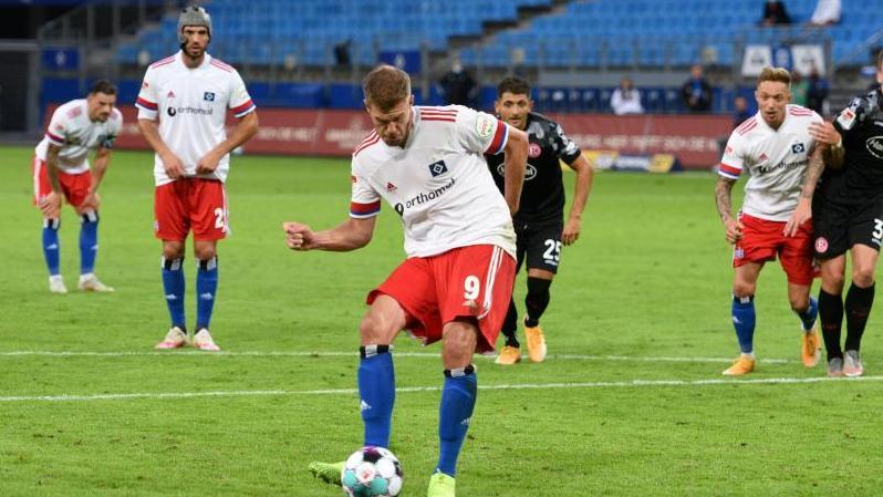 Simon Terodde schlug im ersten Zweitliga-Spiel für den HSV direkt doppelt zu