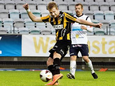 Simon Gustafson van BK Häcken in scoringspositie in de wedstrijd tegen Göteborg. (25-10-2014)