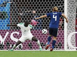 Kalidou Koulibaly (l.) hofft auf das Weiterkommen mit Senegal
