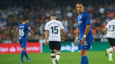 Zuletzt stand Chicharito (r.) beim FC Sevilla unter Vertrag