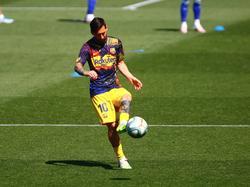 Messi en el calentamiento ante el Deportivo Alavés.