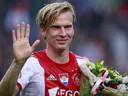 Christian Poulsen neemt na afloop van het competitieduel met NEC na twee seizoen afscheid van Ajax. (3-5-2014)