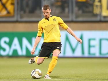 Marc Höcher gaat achter de bal staan voor een vrije trap voor Roda JC in de wedstrijd tegen Sparta in de KNVB Beker. (30-10-14)