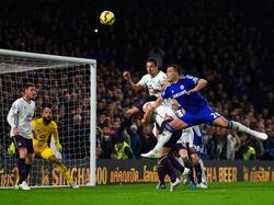 Voller Einsatz im Kopfballduell bei Chelsea gegen Everton