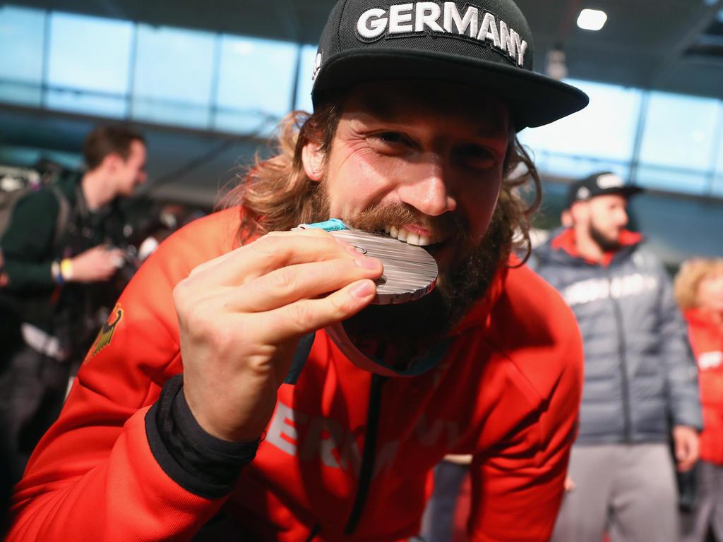Schmackhafter Erfolg - Timo Pielmeier genießt den Triumph der Silbermedaille