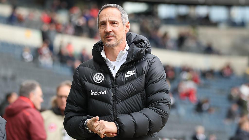 Bekommt Eintracht-Coach Adi Hütter einen neuen Rechtsverteidiger?
