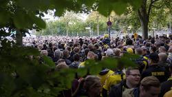 Vor dem Spiel gegen Mainz mussten viele Fans des BVB lange auf Einlass ins Stadion warten