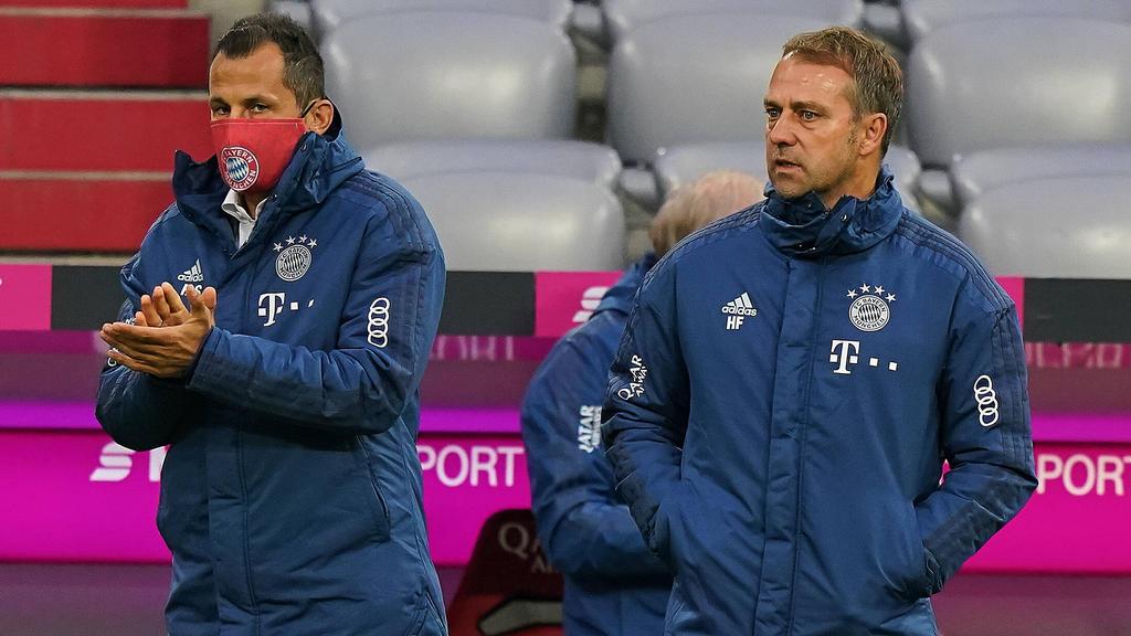 Hansi Flick (r.) will mit seinen Bayern in Dortmund gewinnen