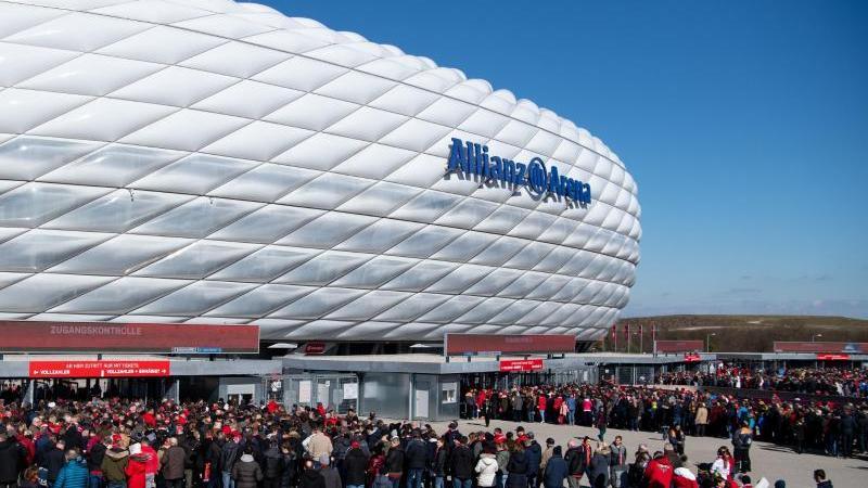 Das Heimspiel des FC Bayern gegen Schalke werden wohl 7500 Fans im Stadion sehen