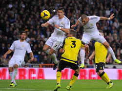 Karim Benzemas (r.) Torquote fällt gegen die von Cristiano Ronaldo (M.) ab