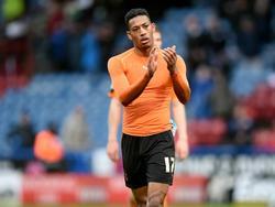 Rajiv van La Parra bedankt het meegereisde publiek na afloop van het competitieduel Huddersfield Town - Wolverhampton Wanderers. (20-02-2016)
