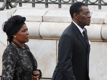 Teodoro Obiang, presidente de Guinea Ecuatorial, con su mujur. (Foto: Getty)