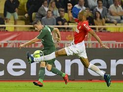 Fabinho intercepta un centro de un rival en la banda. (Foto: Imago)