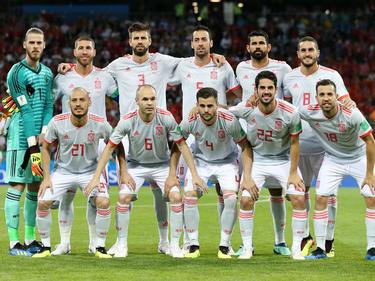 Piqué posa con el once titular de España contra Portugal. (Foto: Getty)