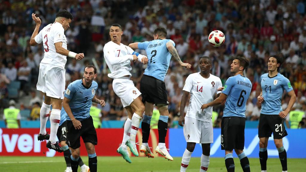 Portugals Pepe köpft zum 1:1 ein