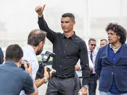 Cristiano Ronaldo wurde bei seiner Ankunft in Turin groß gefeiert. © imago/ZUMA Press/Stefano Guidi