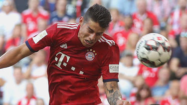 James cabecea contra el Bayer Leverkusen. (Foto: Getty)