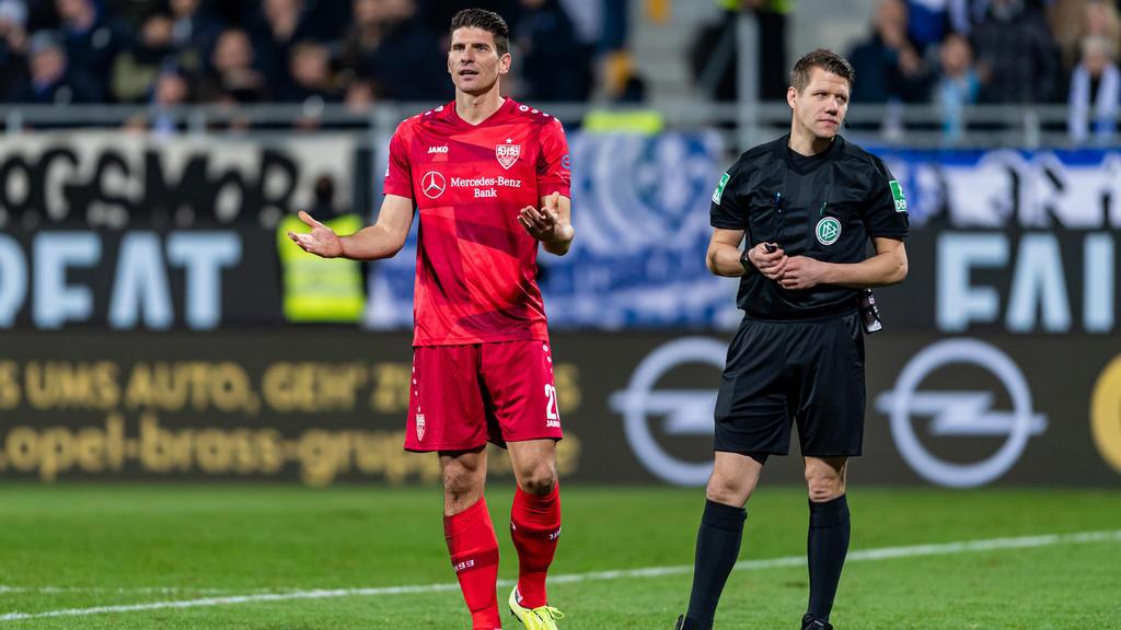 Mario Gomez vom VfB Stuttgart hadert mit dem Videobeweis