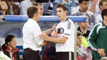 Könnten bald ein zusammen beim FC Bayern auf der Trainerbank sitzen: Hansi Flick (l.) und MiroslavKlose