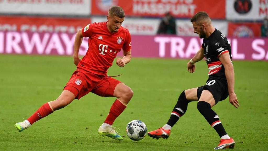 Mickael Cuisance (l.) erhielt beim Sieg des FC Bayern gegen Düsseldorf eine Bewährungschance