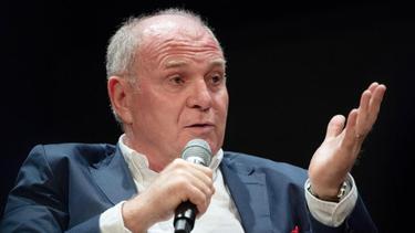 Bayern-Präsident Uli Hoeneß reagiert auf den Stimmungsboykott der Fans