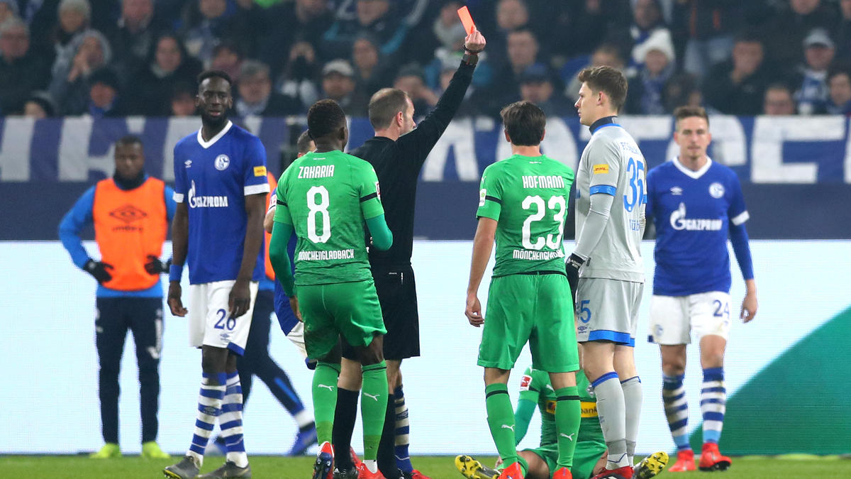 Schalkes Torwart Alexander Nübel sah gegen Gladbach die Rote Karte