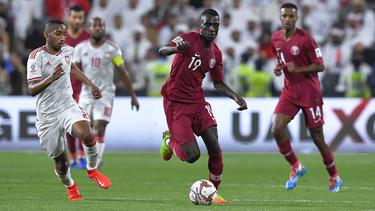 Almoez Ali (m.) spielt für Katar