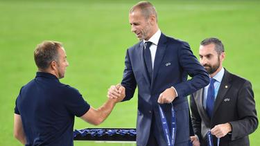 Aleksandar Ceferin (r.) zeigte sich nach dem Supercup in Budapest zufrieden