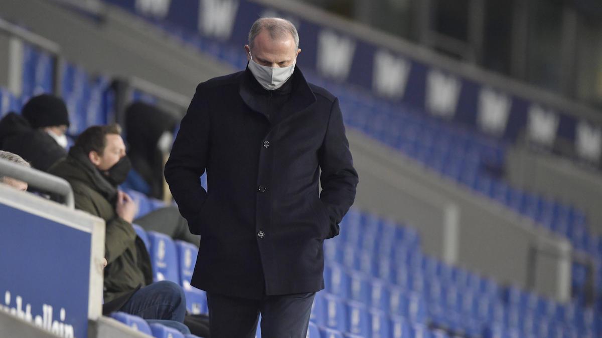 Jochen Schneider schleißt einen Rücktritt beim FC Schalke 04 aus