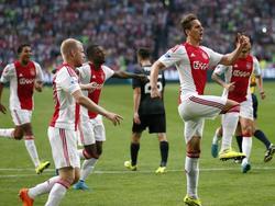 Arkadiusz Milik viert de 1-0 van Ajax in het play-offduel van de Europa League met FK Jablonec. (20-08-2015)