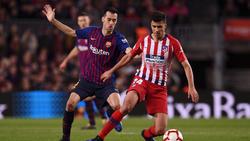 Rodri (r.) wurde zuletzt als Nachfolger von Sergio Busquets (l.) beim FC Barcelona gehandelt