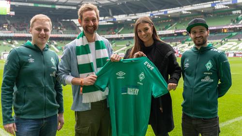 """Michael """"MegaBit"""" Bittner (l.) ist mit Werder Bremen und seinem Teamkollegen Erhan """"DrErhano"""" Kayman (r.) erneut Meister"""