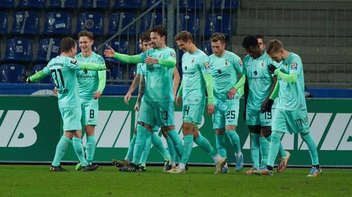 Die Löwen feiern einen wichtigen Dreier im Aufstiegsrennen der 3. Liga