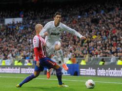 Cristiano Ronaldo (r.) bittet zum Hürdenlauf